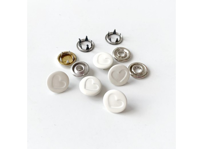 Кнопка 9,5 мм Сердечко Молочный с крышкой